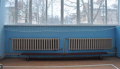 Радиатор в спортазале без экрана