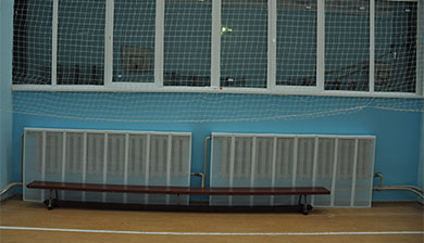 Радиатор в спортзале с экраном